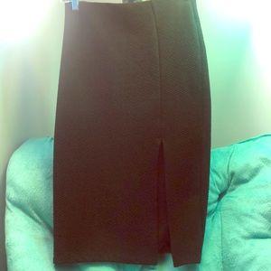 Midi black skirt with slit design
